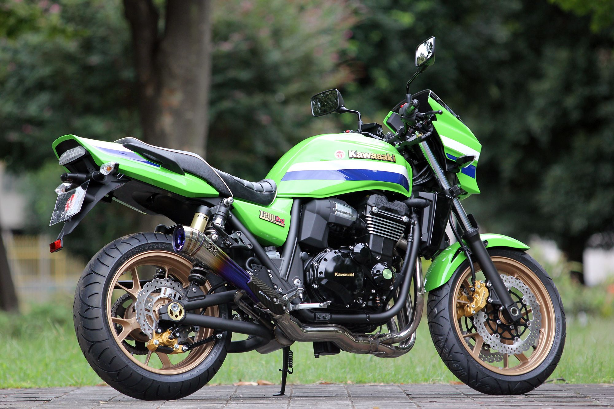 "Kawasaki Green Machines: The ""Eddy Lawson Replica"" Motorcycles"