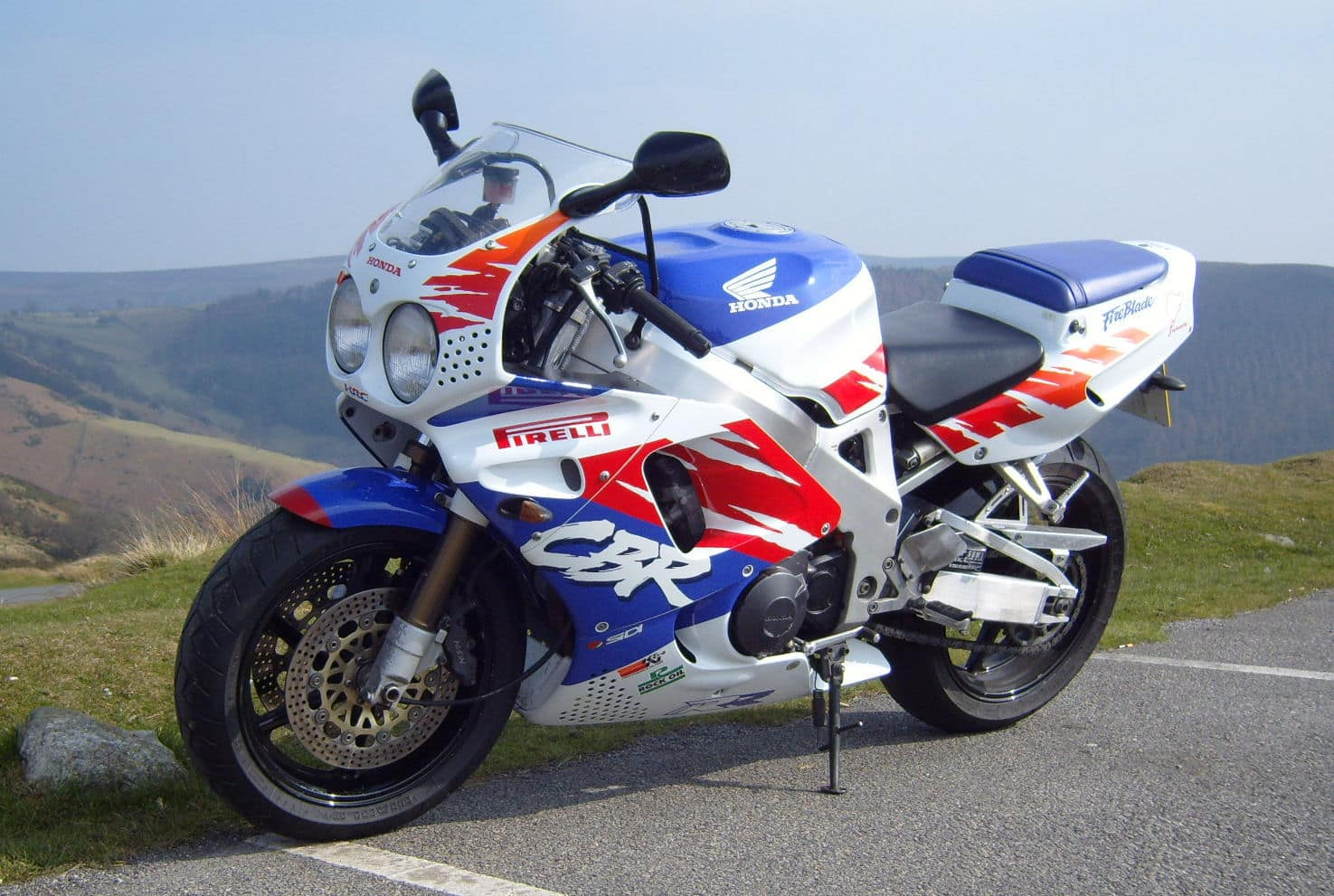 Original Honda CBR900RR FireBlade with round headlights, part of this buyers guide to the FireBlade