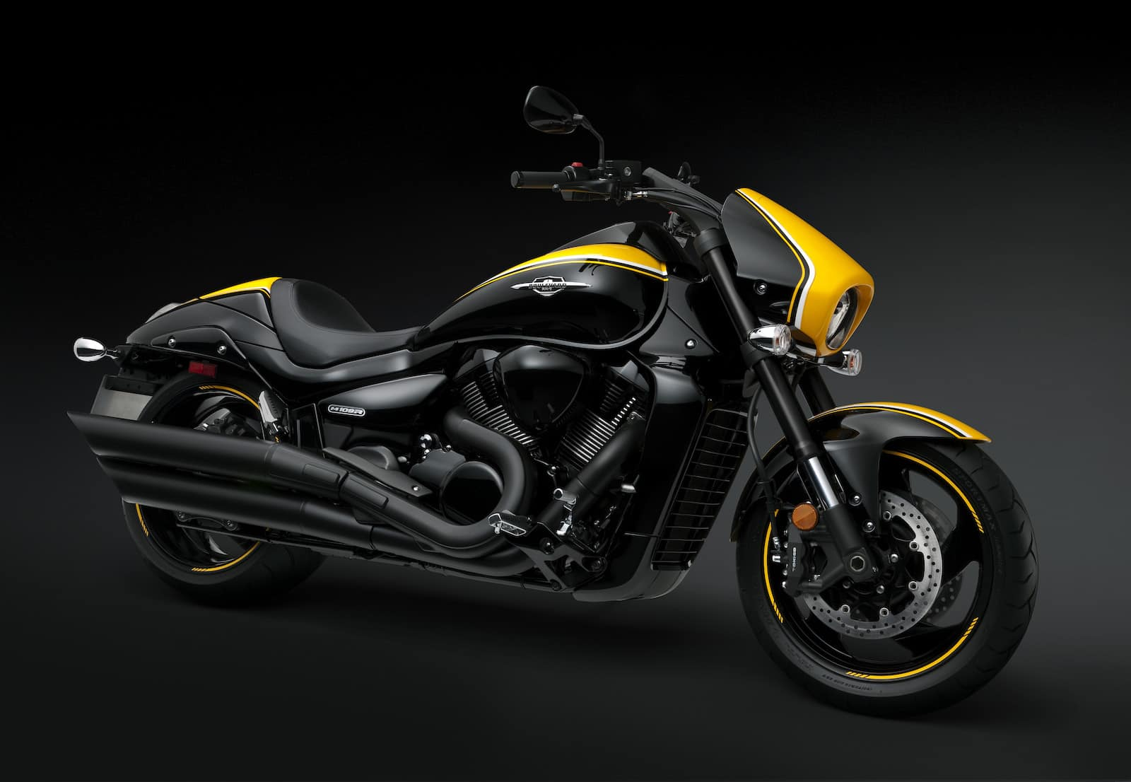 The Suzuki M109R Black - one of the best-looking power cruisers of 2019