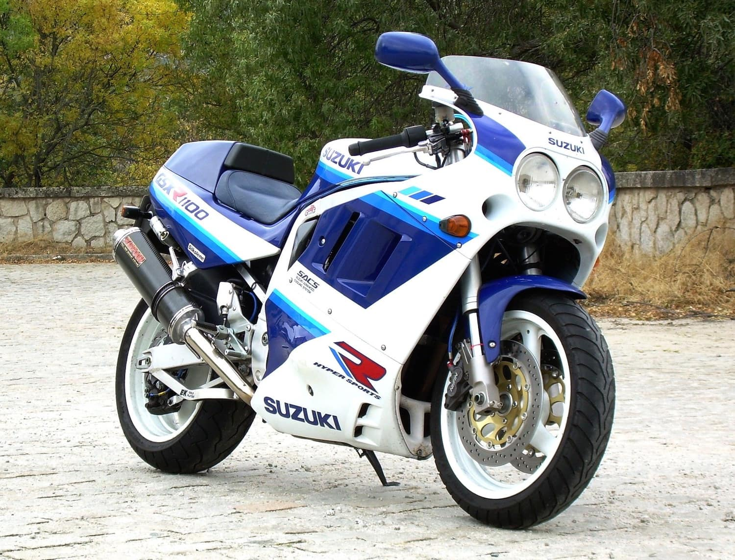 GSX-R 1100, a classic motorcycle, unimpacted by style effect of Ducati motorcycles