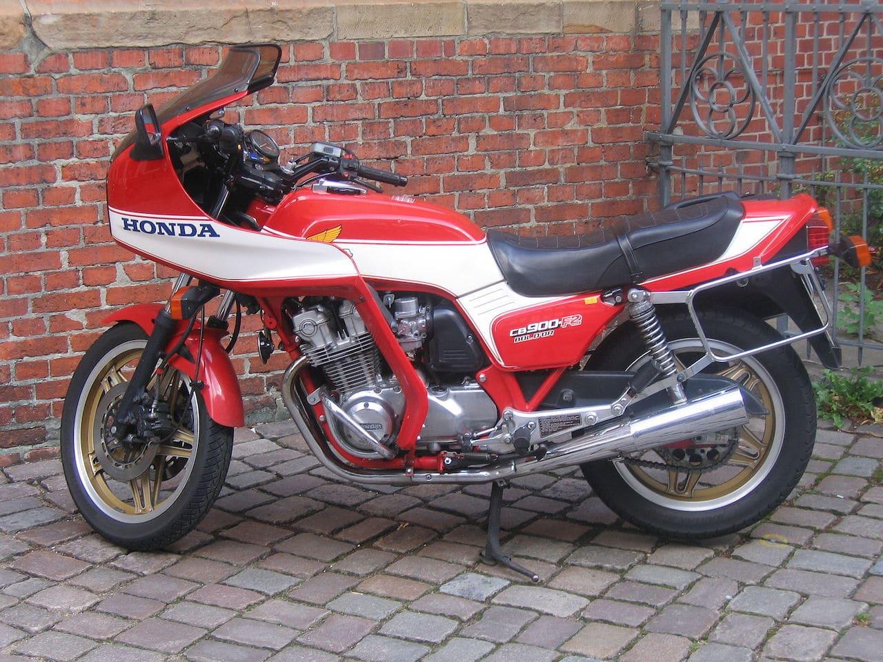 Red Honda CB900F2 Bol d'Or in bikini fairing