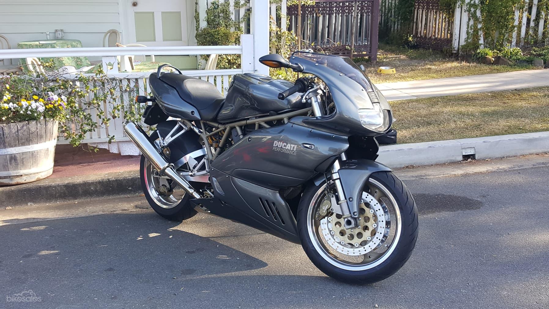 Grey restored Ducati 900SS
