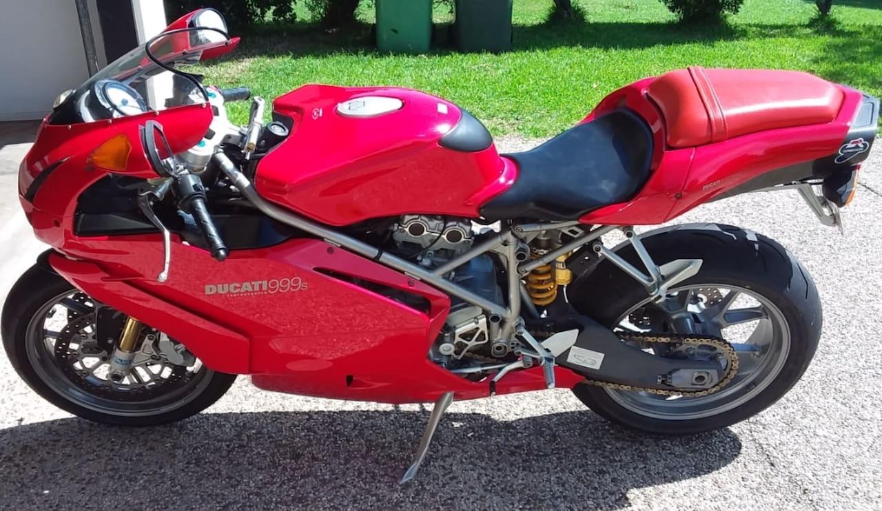 Red ducati 999 S
