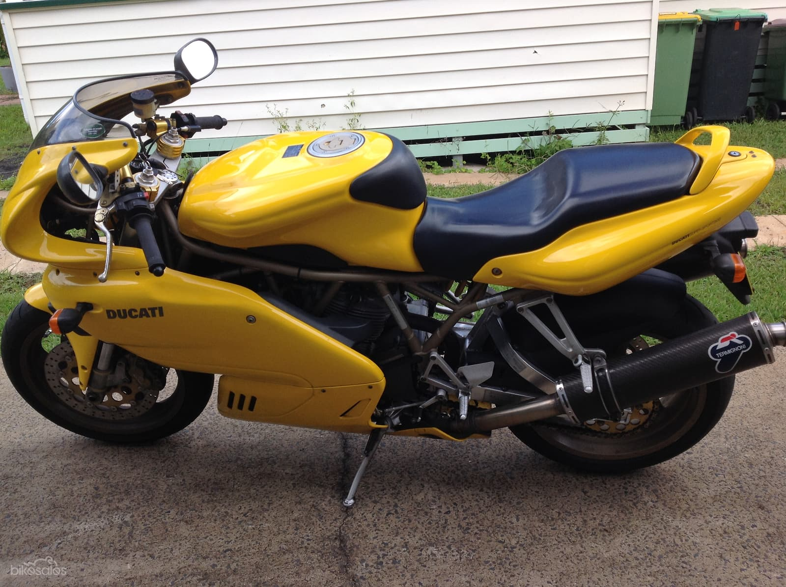 Yellow 1988 Ducati 900SS - Side view