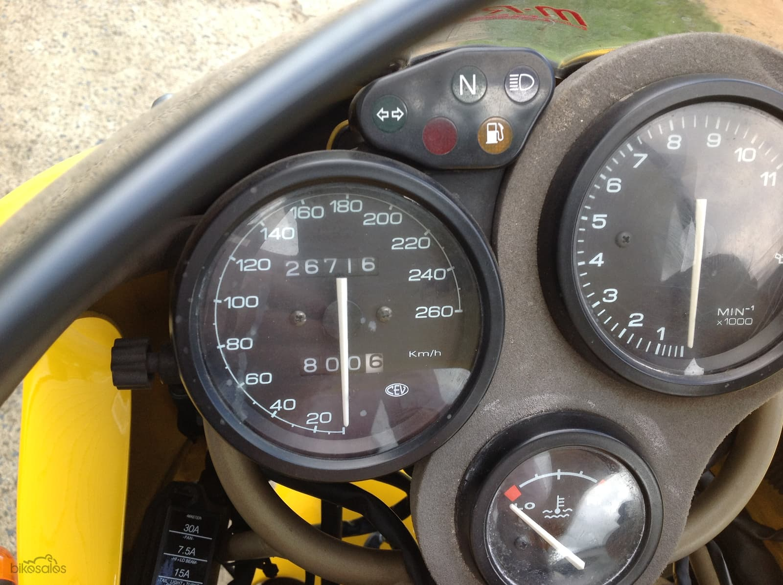 Dash view of the Yellow Ducati 900SS