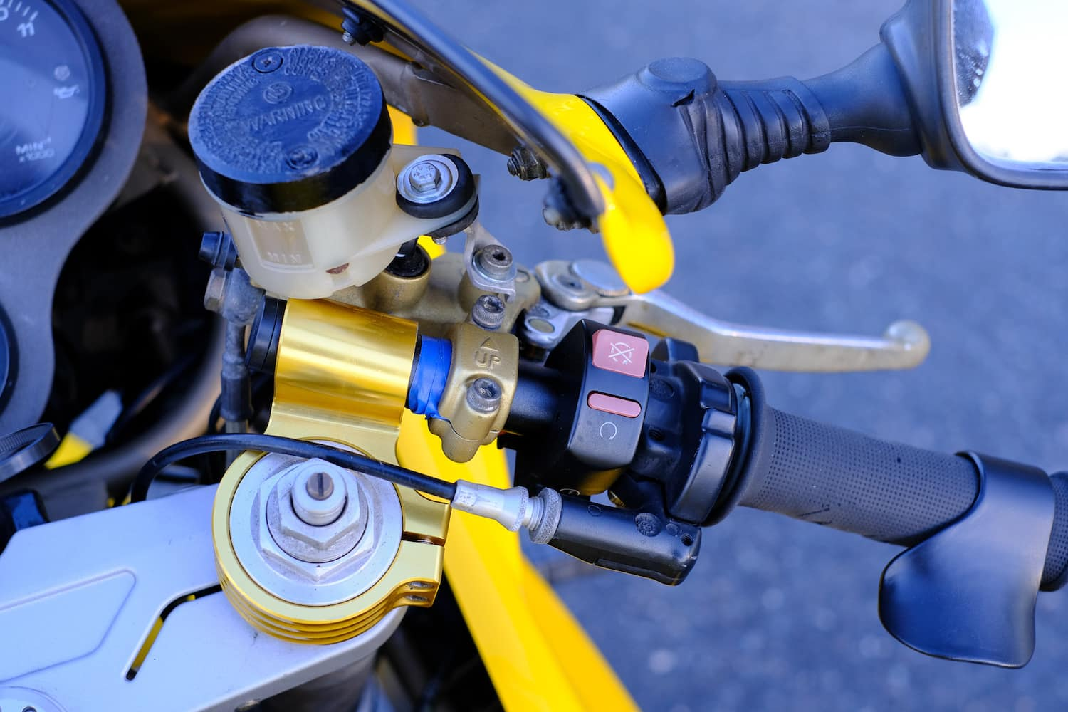 Controls on the Ducati 900SS