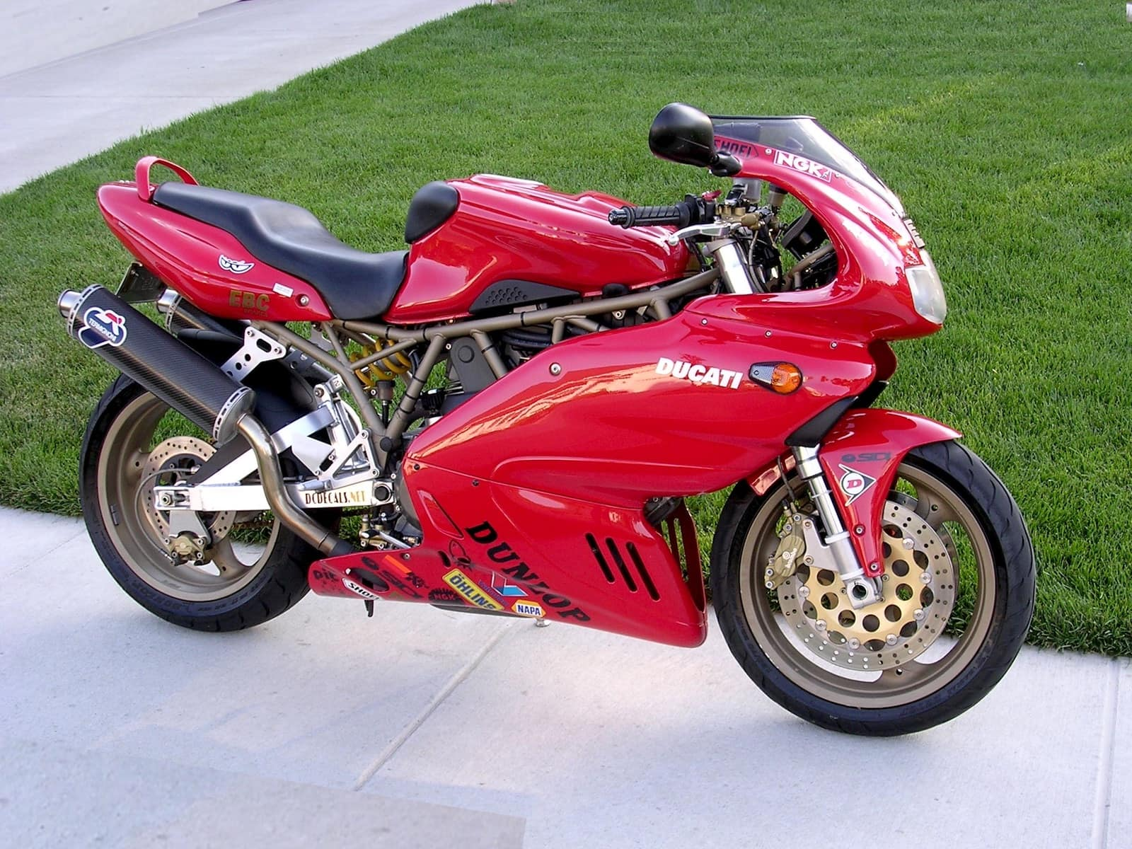 Red second-generation fuel-injected Ducati Supersport