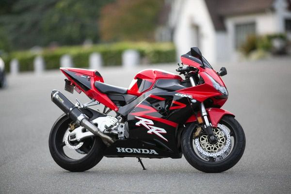The Best Honda FireBlade: the CBR954RR. Three reasons why!